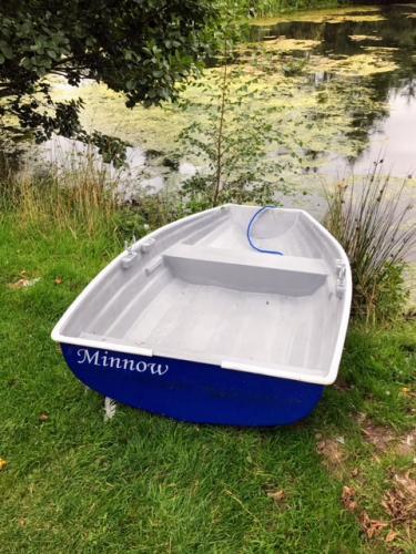 7'-pram-dinghy-row-boat-by-the-pond