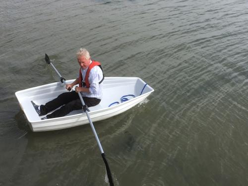 7'_dinghy_on_the_water