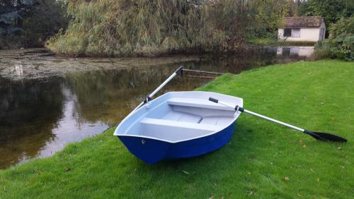 8ft-dinghy-with-oars