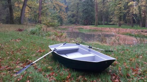 8'-pram-dinghy-pond-lake-rowing-boat