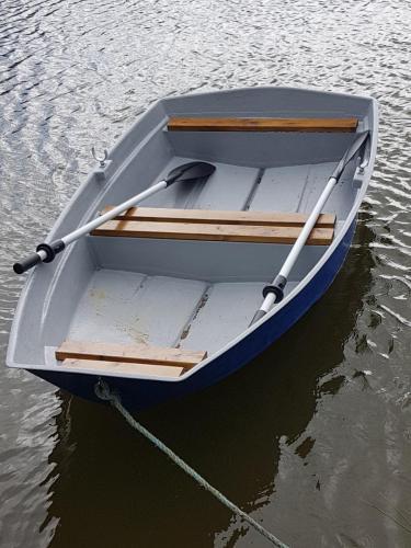 8ftdinghy-row-boat-afloat