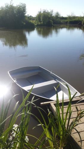 8ft_dinghy_on_pond