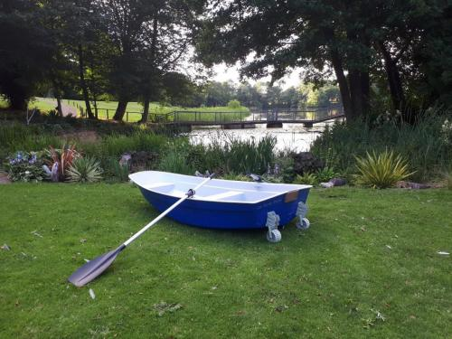 blue-dinghy-with-wheels