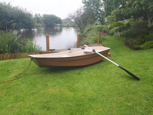brown-8ft-dinghy-on-pond