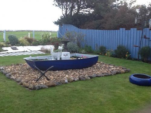dinghy-boat-garden-planter-blue