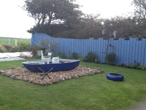 dinghy-boat-garden-planter
