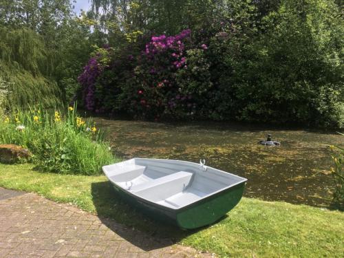 dinghy-on-pond