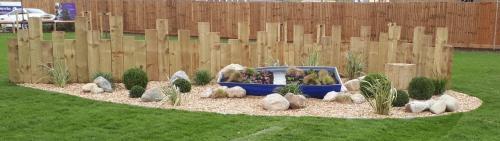 garden-boat-planter